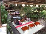 """Terrasses """"kawadoko"""" sur pilottis, sur la rivière Kibune"""