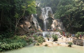 Les lao se retrouvent en famille ou entre amis, pour célébrer la nouvelle année dans les chutes de Kuang Si