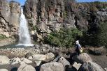 La cascade de Taranaki, haute de 20m