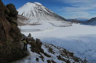 La vue sur le lac du cratère sud et le Mt Ngauruhoe est à couper le souffle